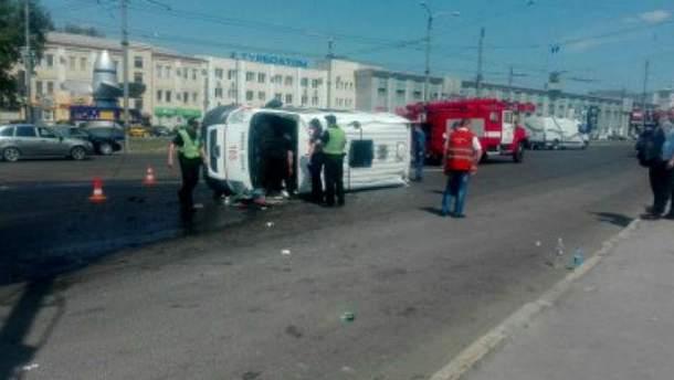 В Харькове перевернулась скорая