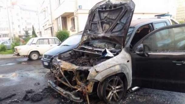 Авто нардепа сожгли в Луцке