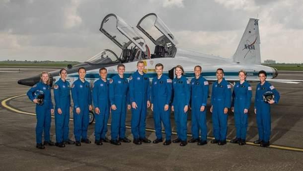Добровольці, які полетять на Марс