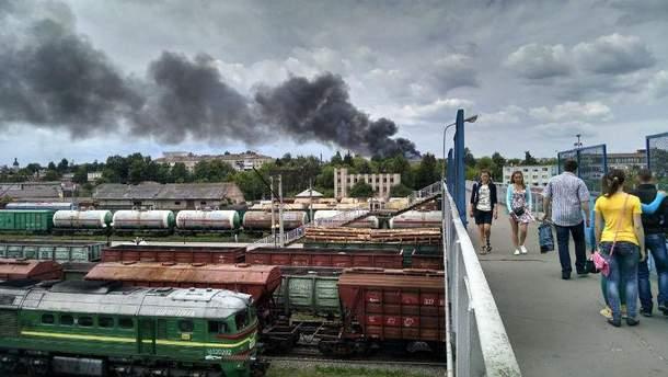 Густой черный дым охватил почти все Ровно