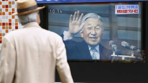 Парламент Японії дозволив імператорові зректись престолу