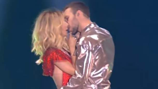Макс Барських пристрасно поцілував Світлану Лободу на російській сцені