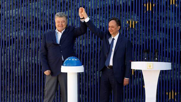 Петро Порошенко та глава представництва ЄС Хьюг Мінгареллі
