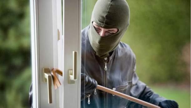 У Києві пограбували приватний будинок