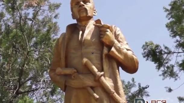 Памятник Ленину переделали в другие скульптуры в Запорожской области