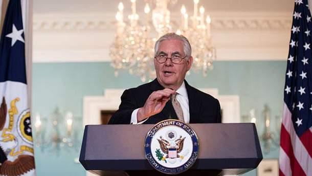 Тиллерсон настоял на выполнении минских договоренностей, однако не исключил другого формата разрешения кризиса