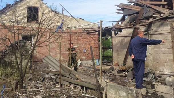 Зруйновані бойовиками будинки в Мар'їнці