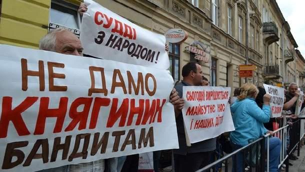 Под львовским судом требовали не позволить рейдерам ликвидировать спиртзавод