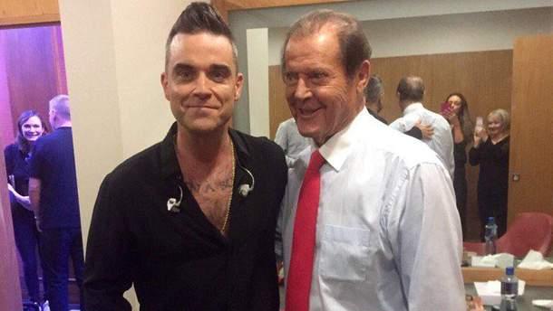 """Робби Уильямс сделал татуировку в честь покойного """"Джеймса Бонда"""""""