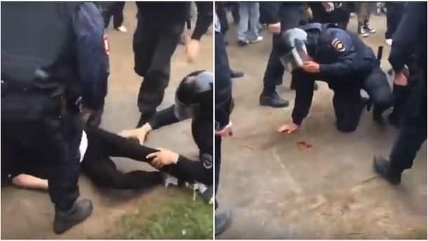 Напад на ОМОНівця під час мітингу у Петербурзі
