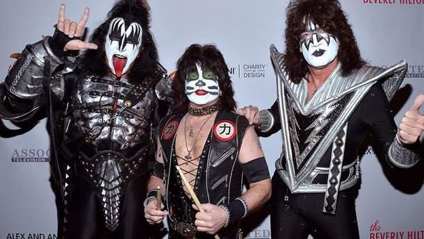 """Лидер группы Kiss говорит, что первым показал """"козу"""""""