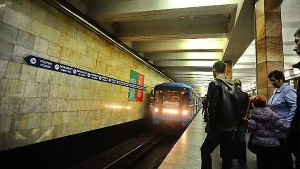 """Станция метро """"Площадь Льва Толстого"""" в Киеве"""