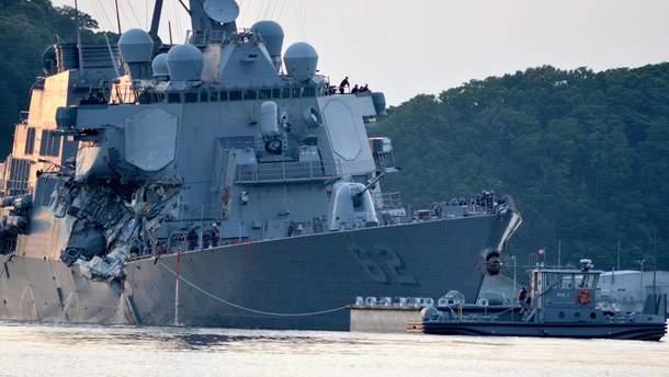 Военный корабль США столкнулся с торговым судном, погибли 7 моряков