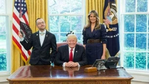 Американець зробив кумедне фото з Трампом