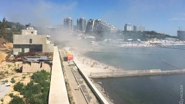 В Одессе на пляже горят два ресторана