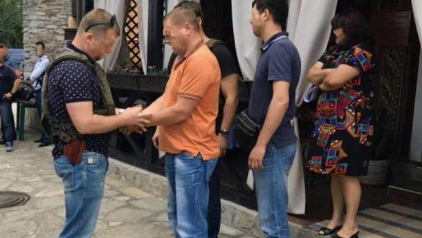 Депутат Хмельницкого облсовета получил 50 тысяч долларов взятки