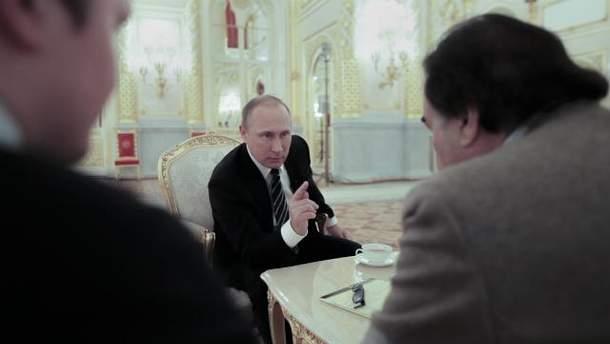 Путин показал американскому режиссеру фейковое видео