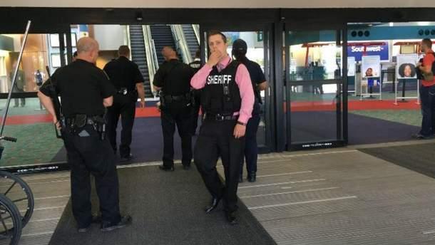 Напад на поліцейського в США (Фото з місця події)