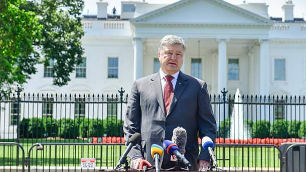 Петр Порошенко возле Белого дома в Вашингтоне