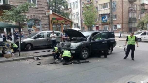 В Киеве взорвали автомобиль