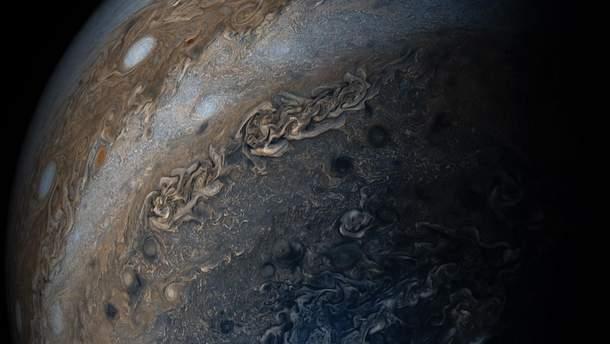 """""""Нить жемчуга"""" в космосе: NASA зафиксировало удивительное явление на Юпитере"""