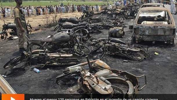 В Пакистане в пожаре с бензовозом погибли уже 140 человек