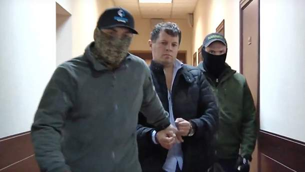 Суд продлил арест украинскому журналисту Роману Сущенко