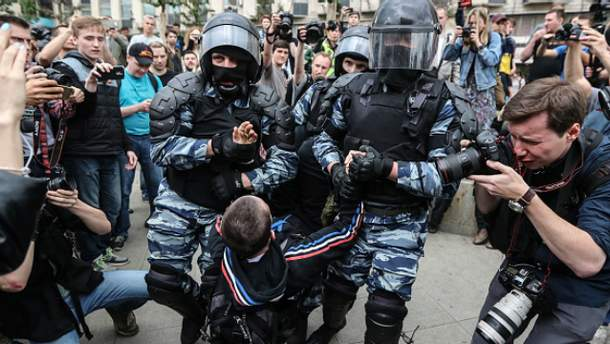 Масові затримання під час антикорупційних мітингів у Росії