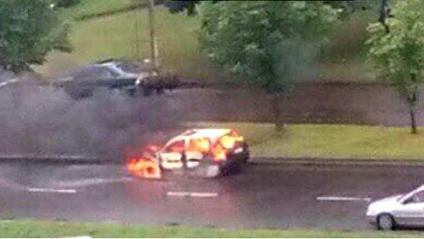 Во Львове горит авто