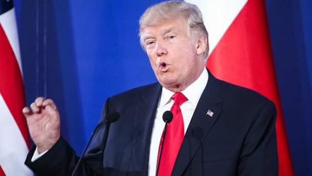 Дональд Трамп находится с визитом в Польше