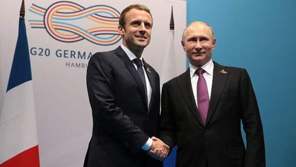 Двойник или каблуки: в сети ломают голову над фото Путина