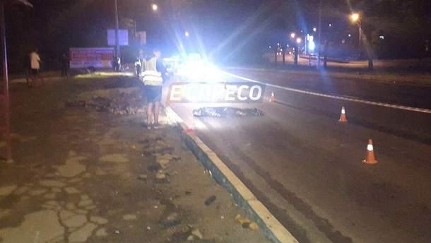 Микроавтобус сбил пешехода в Киеве