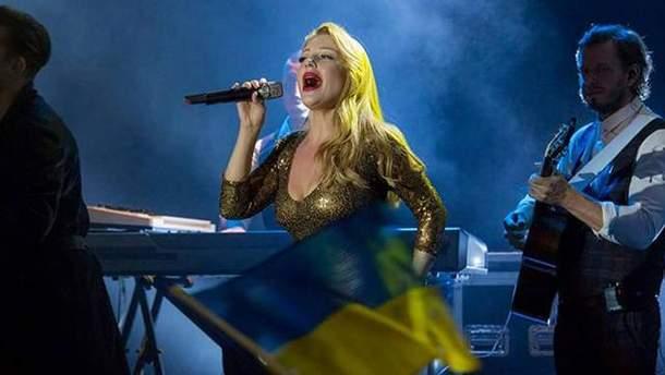 Тина Кароль исполнила гимн Украины в Литве