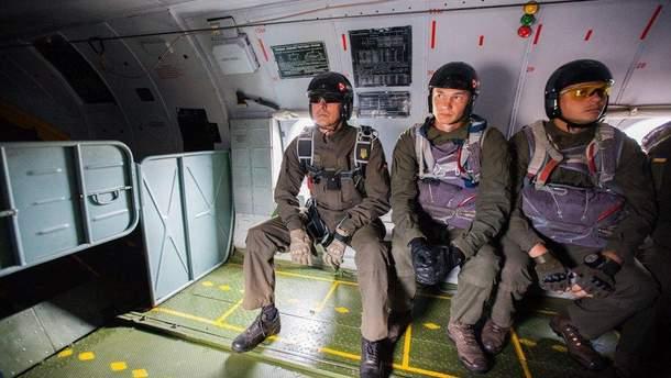 Нацгвардійці десантувалися з літака