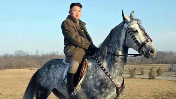 Ким Чен Ин на коні