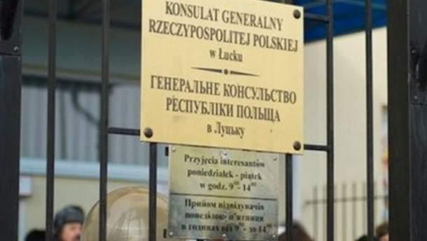 На польское консульство снова попытались напасть