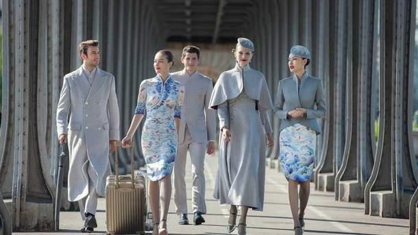 Китайские стюардессы удивили новой модной формой