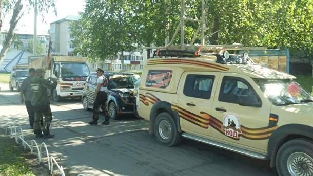 """В Росії організували автомобільну хресну """"ходу"""" на Донбас з іконою Путіна і дзвіницею"""