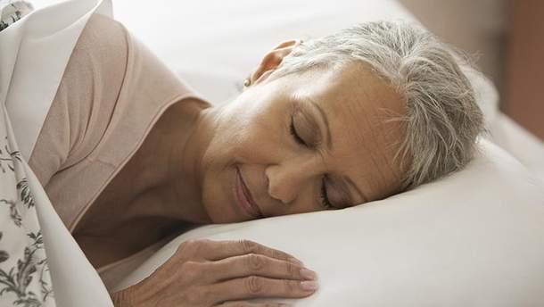 Ученые назвали причину беспокойного сую и пожилых людей