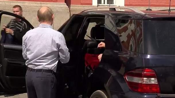 Хто ж сидить у машині Путіна