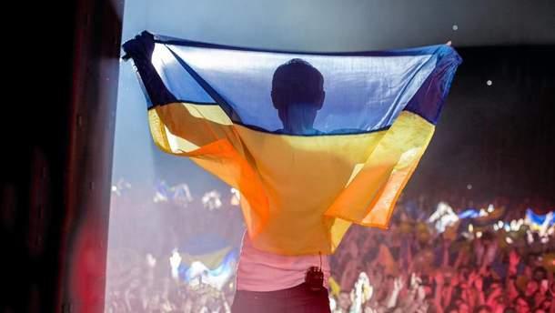 Вакарчук показал первое исполнение гимна Украины