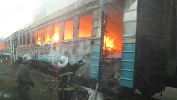 Сразу два вагона электрички горели в Харькове