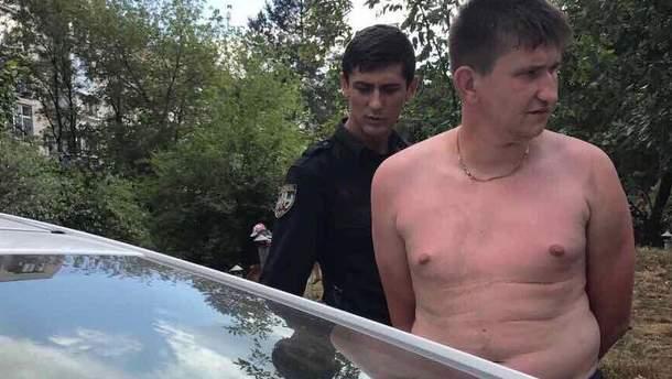 Напал на полицейского