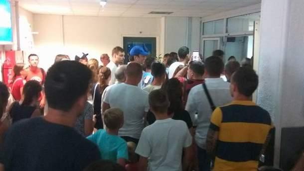 Более 200 украинцев застряли в аэропорту Греции