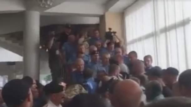 Люди Вилкула устроили драку с бойцами АТО в Кривом Роге