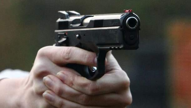 Мужчина во время ссоры с охраной развлекательного заведения начал стрелять
