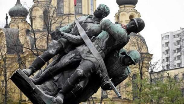 В Польше подписали свой закон о декоммунизации