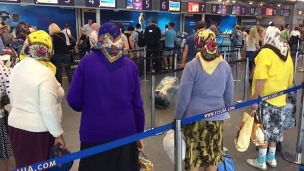 Українські бабусі летять в Будапешт