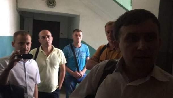 """Обшуки в редакції """"Страна.ua"""" та в квартирах журналістів"""
