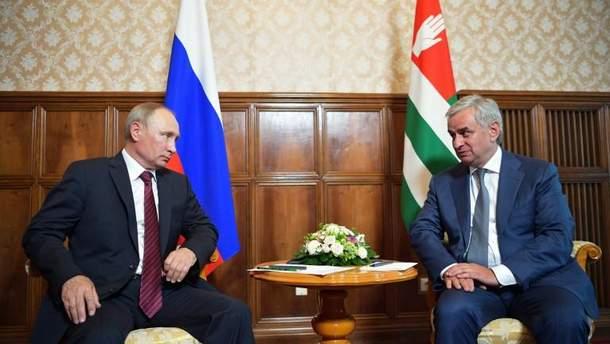 Путин встретился с Хаджимбой, лидером непризнанной Абхазии